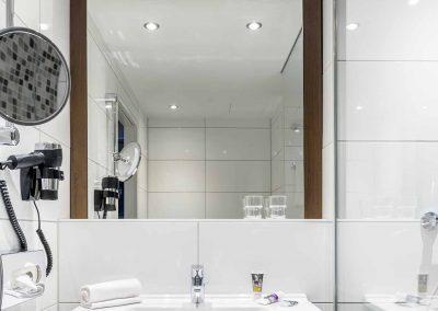 Fürther Mercure Hotel Nürnberg Badezimmer Regendusche