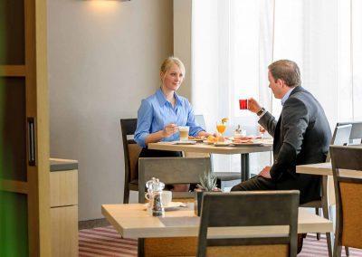 Fürther Mercure Hotel Nürnberg West Restaurant Frühstück zu zweit